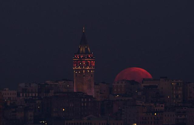 <p>Full moon is seen over Galata Tower in Istanbul, Turkey on Jan. 31, 2018. (Photo: Emrah Yorulmaz/Anadolu Agency/Getty Images) </p>