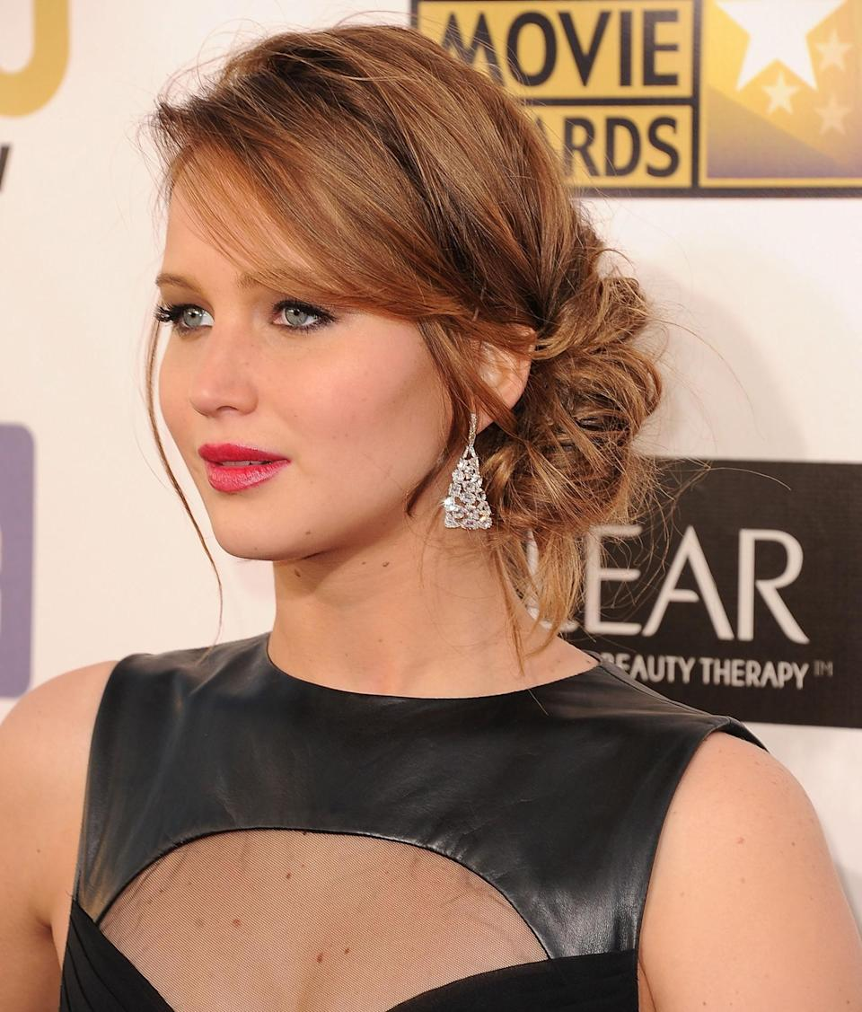 <p>Back in 2013 at the Critics' Choice Awards, Jennifer sported auburn hair, which she wore to one side with a side-swept fringe. [Photo: Getty] </p>