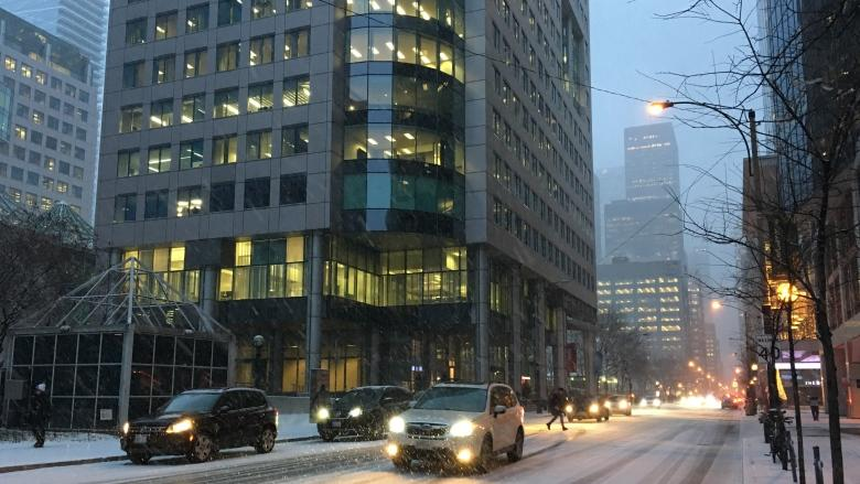 15 collisions within an hour as first major snowfall hits Toronto