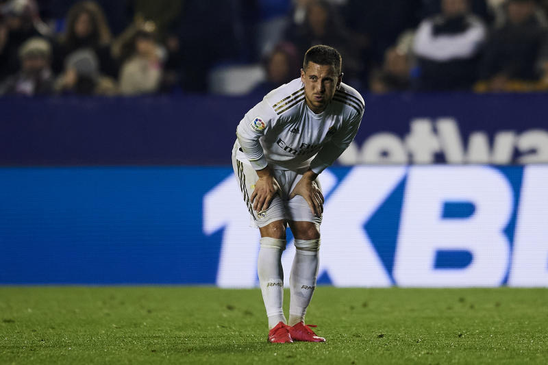 Eden Hazard of Real Madrid injured during the Liga match between Levante UD and Real Madrid CF at Ciutat de Valencia on February 22, 2020 in Valencia, Spain. (Photo by Jose Breton/Pics Action/NurPhoto via Getty Images)