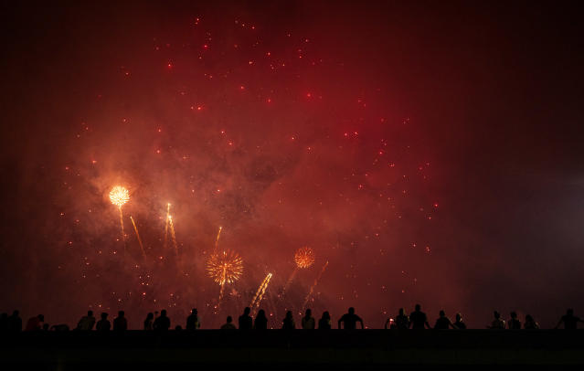 <p>Spectators watch a fireworks display on the east side of Manhattan borough, as part of Independence Day festivities Wednesday, July 4, 2018, in New York. (Photo: Craig Ruttle/AP) </p>