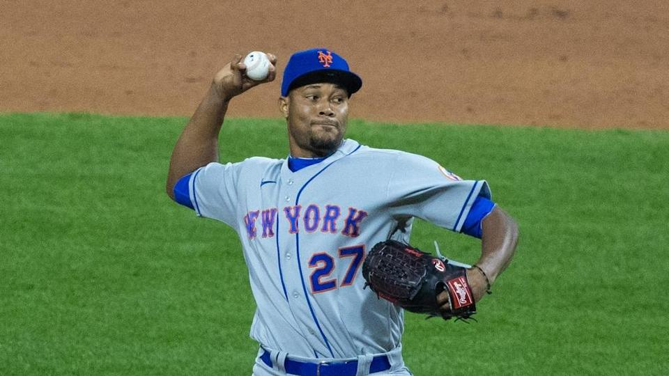 Jeurys Familia Mets delivers pitch gray jersey in Philadelphia April 2021