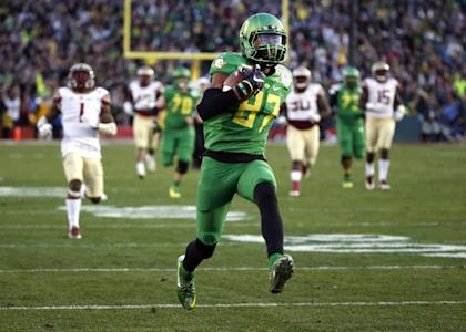 Darren Carrington had seven catches for 165 yards and two TDs in Oregon's Rose Bowl win. (AP)