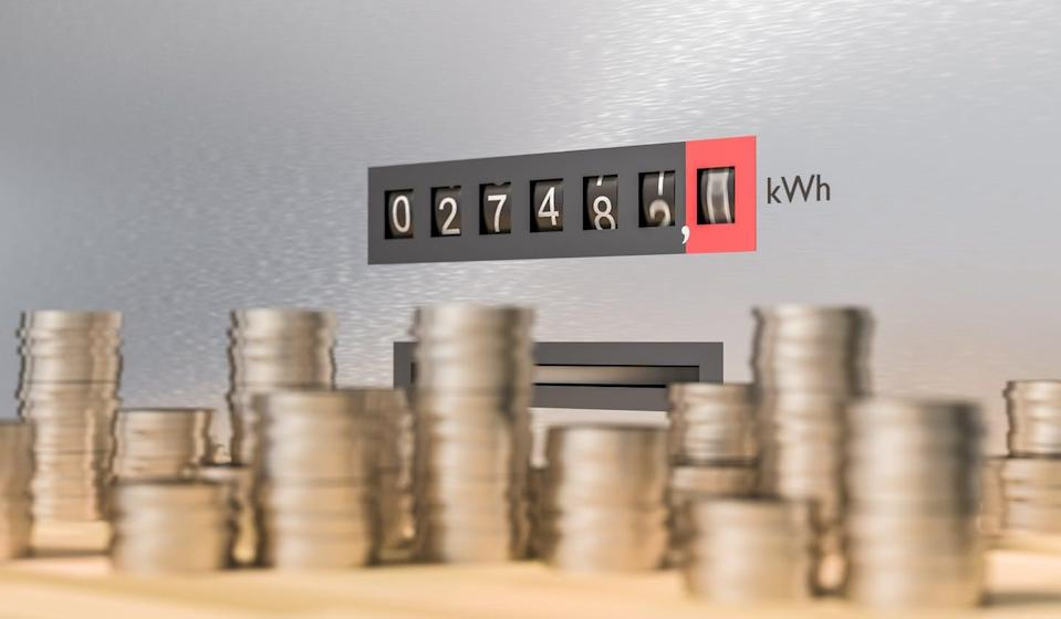 "<span class=""attribution""><a class=""link rapid-noclick-resp"" href=""https://www.shutterstock.com/es/image-illustration/electricity-meter-many-coins-expensive-energy-618634256"" rel=""nofollow noopener"" target=""_blank"" data-ylk=""slk:Shutterstock / vchal"">Shutterstock / vchal</a></span>"