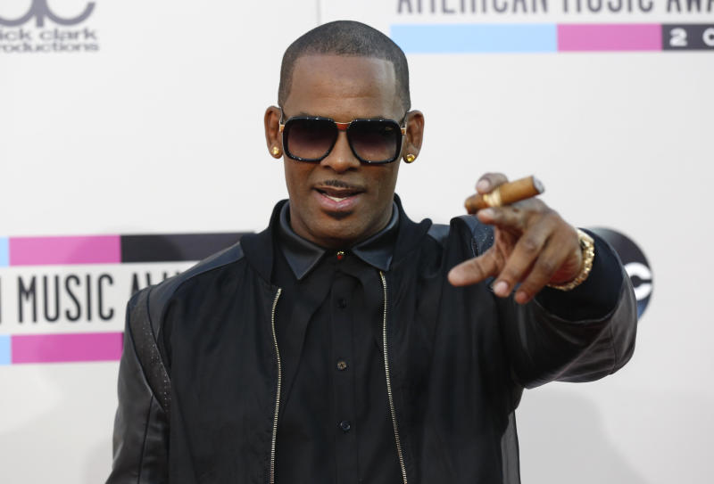 R. Kelly arrives at the 41st American Music Awards in 2013.