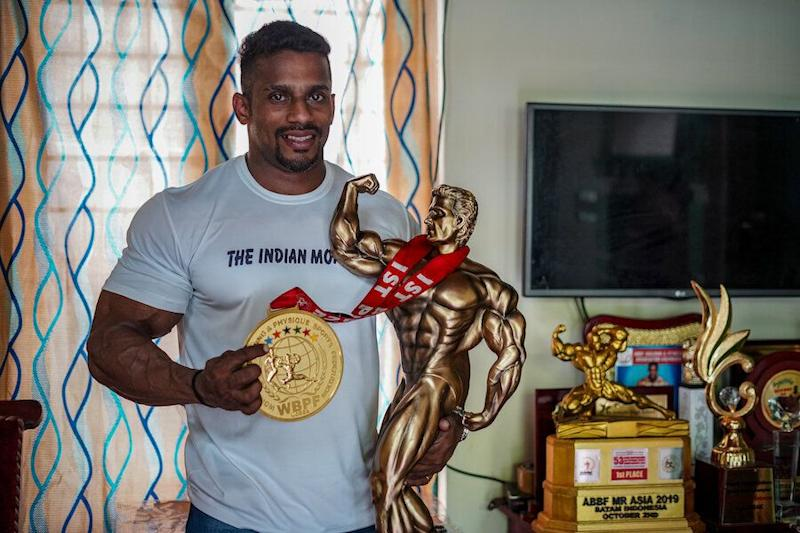 Chitharesh Natesan with his Mr Universe medal and trophy. (Photo: Manu Paul)