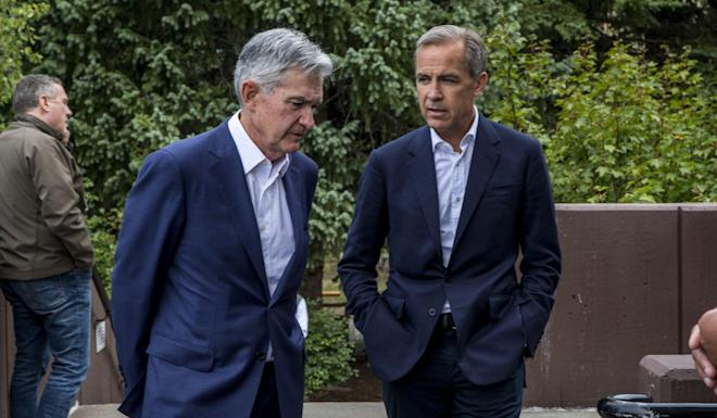 US Federal Reserve Chairman Jerome Powell (left) and Bank of England Governor Mark Carney chat after Powell's speech at the Jackson Hole Economic Policy Symposium on Friday in Wyoming. Photo: AP