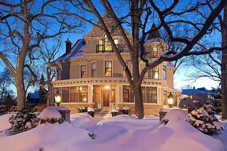 Mary Tyler Moore's TV residence is located in Minneapolis. (Photo: Landmark Photography/Zillow)