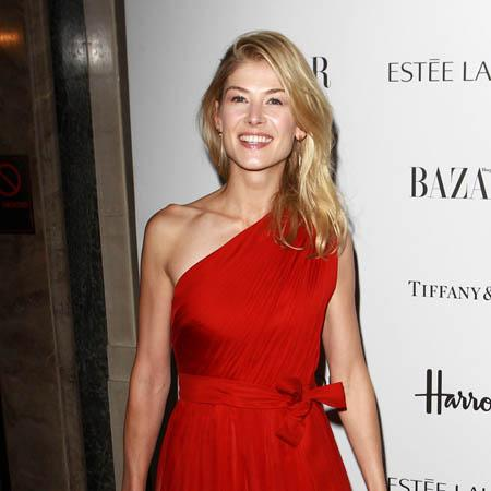 Rosamund Pike followed new mom around shop