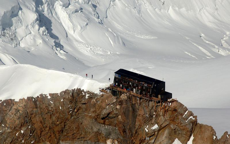 This summer, for the first time, couples will be able to get married in Europe's highest refuge, Capanna Regina Margherita in the Alps. - www.alamy.com
