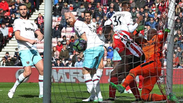 "<p>West Ham fans were bemused at seeing Irishman Darren Randolph retain his place in between the sticks against Sunderland on Saturday, even more so when the 29-year-old made two howlers to surrender two points at the Stadium of Light.</p> <br><p>Last season's reliable number one, Adrian, hasn't played in the Premier League since November and a number of fans are <a href=""http://kumb.com/story.php?id=131186"" rel=""nofollow noopener"" target=""_blank"" data-ylk=""slk:calling for clarity on the Spanish shot-stopper's position at the club."" class=""link rapid-noclick-resp"">calling for clarity on the Spanish shot-stopper's position at the club.</a></p> <br><p>Randolph's inability to command his box at corners proved costly again on Saturday as Sunderland's Wahbi Khazri floated a ball straight into the top-corner with Randolph in a muddle on the floor.</p> <br><p>He made a similar fault when Andrea Ranocchia headed in a winner against the Hammers a couple of weeks ago, and again when West Brom grabbed a 94th minute equaliser at the London Stadium in February.</p> <br><p>With just five games left Bilic needs to be bold and make the decision to drop Randolph, even if his side are in the market for a new goalkeeper this summer.</p>"