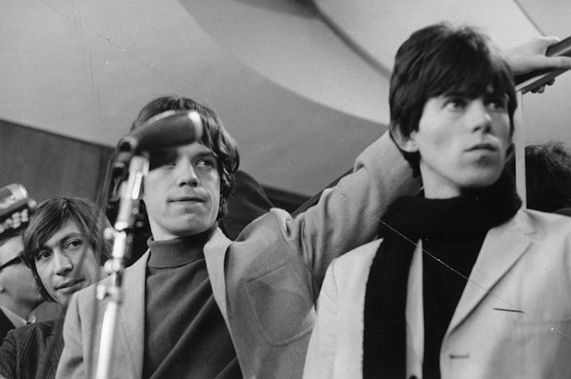 NEW YORK - OCTOBER 28: Rock and roll band 'The Rolling Stones' pause on a stair case for a portrait at a press conference at the New York Hilton on October 28, 1965 in New York City, New York. (L-R) Charlie Watts, Mick Jagger, Keith Richards. (Photo by Michael Ochs Archives/Getty Images)