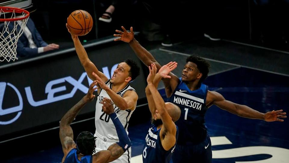 Landry Shamet contested layup T-wolves