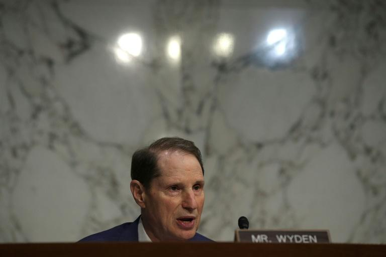 Senator Ron Wyden, pictured in 2017, is among lawmakers urging an insider trading investigation