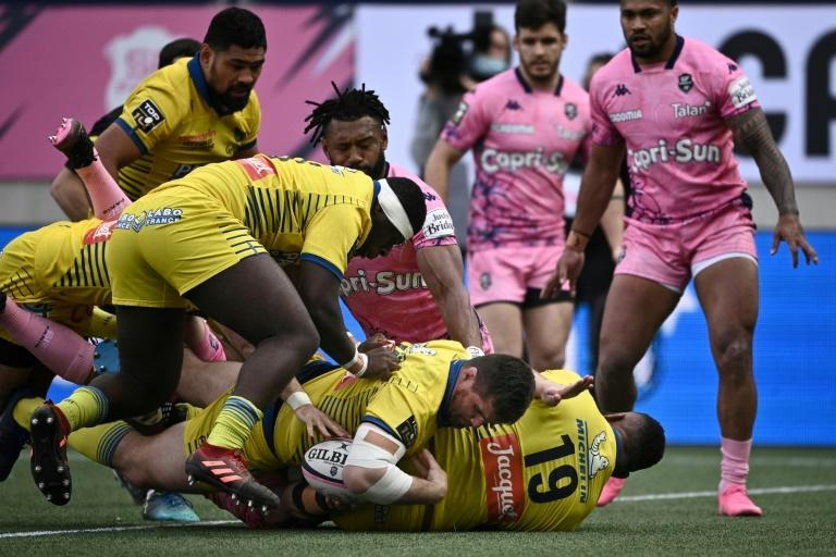 Power play: Clermont hooker Adrien Pelissie scored the try that put Clermont ahead for good at Stade Francais