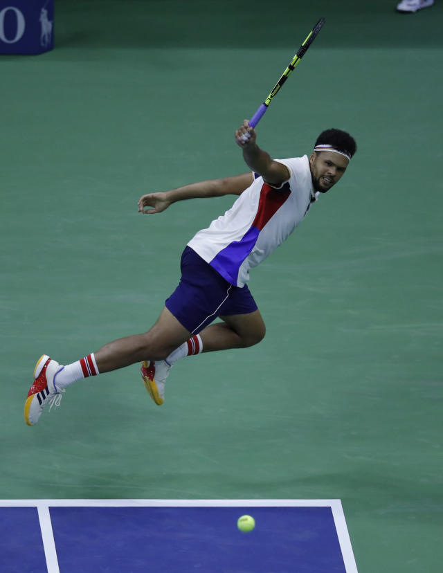France's Jo-Wilfried Tsonga returns the ball to Canada's Denis Shapovalov during their 2017 US Open Men's Singles match at the USTA Billie Jean King National Tennis Center in New York on August 30, 2017. (AFP Photo/EDUARDO MUNOZ ALVAREZ)