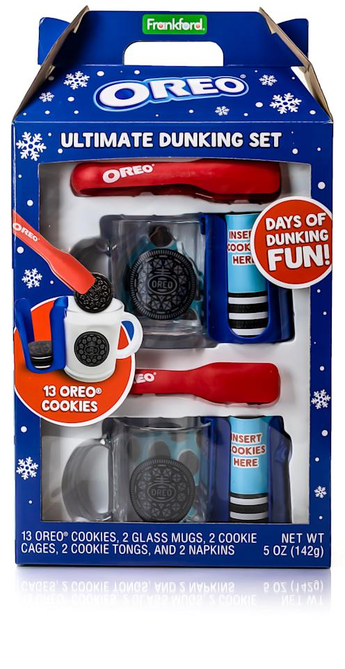 "<p><a href=""https://www.popsugar.com/buy/Oreo-Ultimate-Dunking-Set-511157?p_name=Oreo%20Ultimate%20Dunking%20Set&retailer=amazon.com&pid=511157&price=23&evar1=moms%3Aus&evar9=45491201&evar98=https%3A%2F%2Fwww.popsugar.com%2Ffamily%2Fphoto-gallery%2F45491201%2Fimage%2F45491203%2FOreo-Ultimate-Dunking-Set&list1=gifts%2Cwalmart%2Coreo%2Cgifts%20under%20%2425%2Cgifts%20for%20kids%2Cgifts%20for%20teens&prop13=api&pdata=1"" rel=""nofollow"" data-shoppable-link=""1"" target=""_blank"" class=""ga-track"" data-ga-category=""Related"" data-ga-label=""https://www.amazon.com/Oreo-Mug-Ultimate-Dunking-Set/dp/B07JLN9TBT/"" data-ga-action=""In-Line Links"">Oreo Ultimate Dunking Set</a> ($23)</p>"