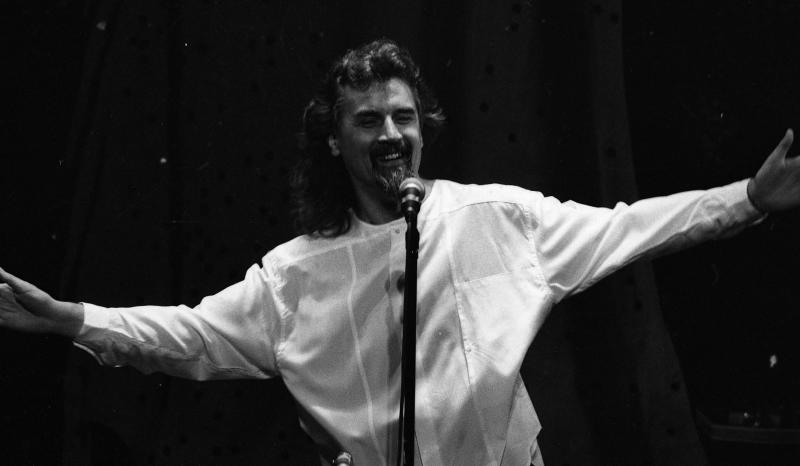 Comedian Billy Connolly on stage at the Gaiety Theatre, 04/05/1987. (Part of the Independent Newspapers Ireland/NLI Collection). (Photo by Independent News and Media/Getty Images)