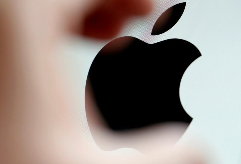 FILE PHOTO: The Apple logo is seen on a computer screen in an illustration photo taken in Bordeaux, France
