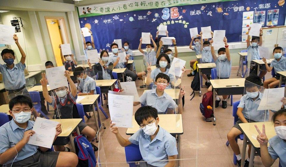 Students at Yaumati Catholic Primary School (Hoi Wang Road) show their Secondary One placement results. Photo: Winson Wong