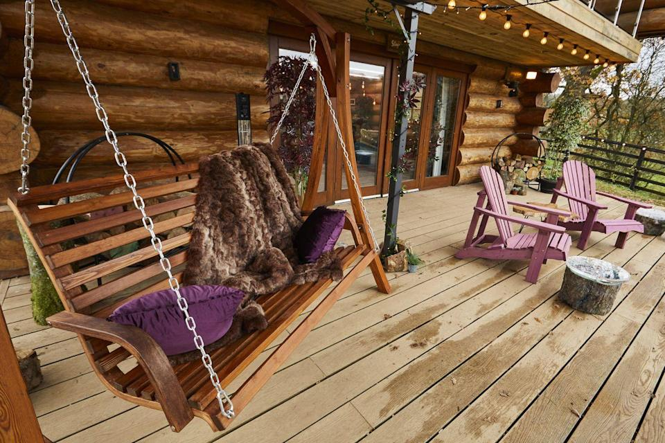 <p>Everyone loves a swing seat, and we can see this being a perfect night-time spot to enjoy a romantic moment.</p>