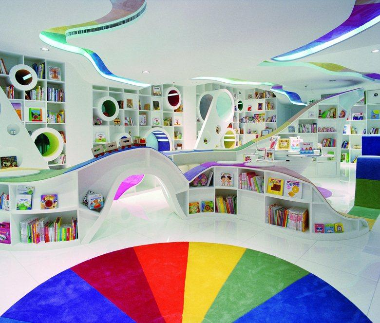 <p>This colourful play land opened it's doors in 2005 and is the first bookshop in China to specialise in children's books. Kids are encouraged to let their imaginations run free, exploring the store through it's series of pathways, tunnels and reading nooks.</p><p><i>[Photo:archilovers]</i></p>