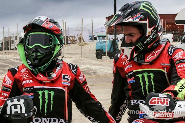 "#2 Monster Energy Honda Team Honda: Paulo Goncalves, #47 Monster Energy Honda Team Honda: Kevin Benavides <span class=""copyright"">Honda Racing</span>"