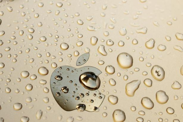 Apple Guides Lower, Coronavirus Still Spreading, U.S. Equities Fall