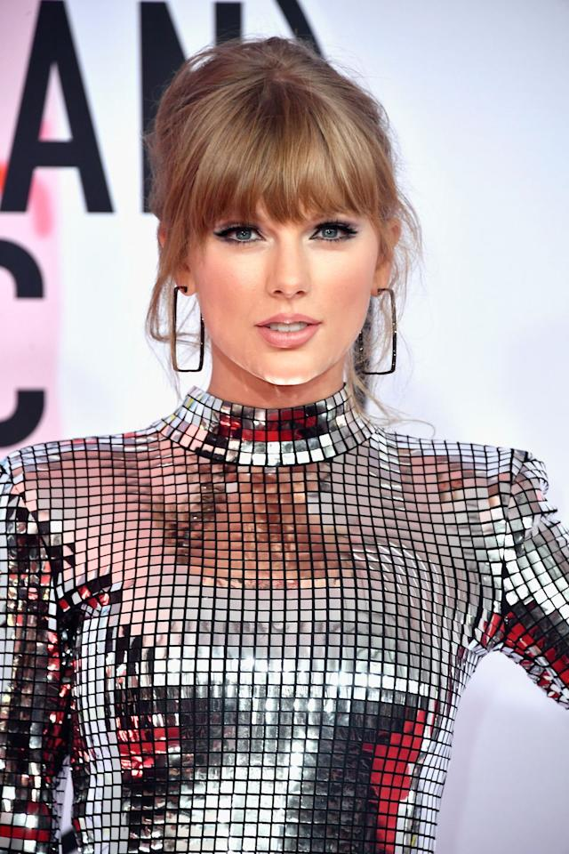 """<p><a href=""""https://www.rollingstone.com/music/music-news/taylor-swift-grimeys-coronavirus-976063/"""" target=""""_blank"""">Rolling Stone</a> magazine reports that Taylor Swift's publicist recently contacted Grimey's New & Preloved Music in Nashville explaining that the singer was offering to pay the salaries and healthcare costs for staff during the next three months.</p><p>Last month, vintage record store was forced to close its doors when the city's mayor issued a 'state at home' order.</p><p>Grimey's co-owner Doyle Davis told the publication: 'We were very surprised, and I would have to say amazed, that Taylor Swift reached out to us through her publicist to offer some relief during the Covid-19 pandemic.</p><p>'I didn't even know we were on her radar, but she really stepped up to help after the recent tornadoes that struck Nashville and middle Tennessee, and now she's trying to help a beloved small business in her city.'</p>"""