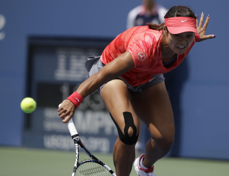 Li Na of China returns a shot against Laura Robson of Great Britain during the third round of the 2013 U.S. Open tennis tournament, Friday, Aug. 30, 2013, in New York. (AP Photo/David Goldman)