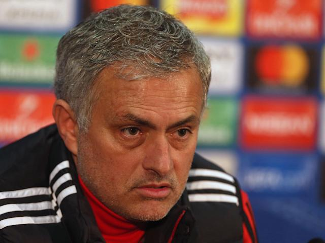 Manchester United's Jose Mourinho hits out at Frank de Boer, 'the worst manager in the history of the Premier League'