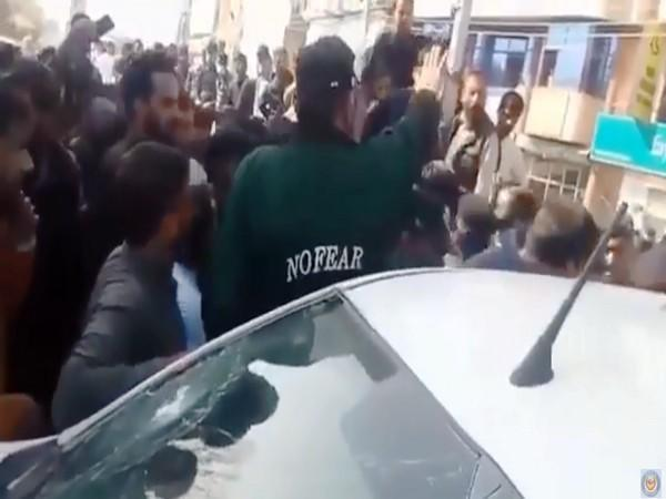 Residents in Rawalakot city of PoK grabbed Pakistani secret agents who were trying to abduct a Kashmiri youth. Photo/ANI