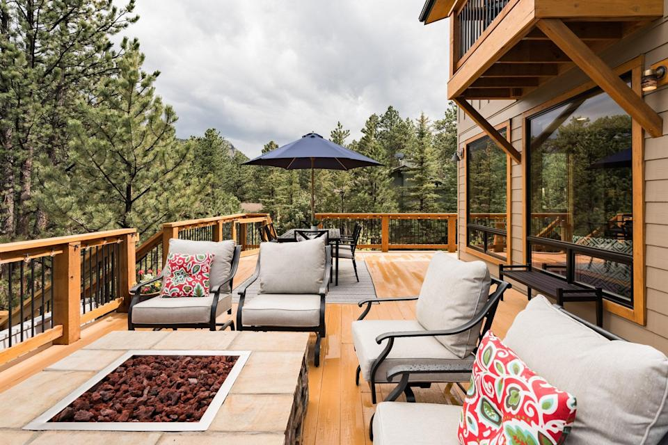 """Each fall, Estes Park basks in the glow of saffron and amber-hued Aspen trees that grow in groves all over the Rocky Mountains amidst blue conifers. This three-bedroom, ideal for your family or pod, lets you experience it all from its huge windows and spacious deck. The fire pit, outdoor hot tub, and sunset mountain views add to the appeal. If leaf peeping is a little twee for your tastes, look no further than Estes Park's grand dame, <a href=""""https://www.cntraveler.com/hotels/united-states/united-states/estes-park/the-stanley?mbid=synd_yahoo_rss"""" rel=""""nofollow noopener"""" target=""""_blank"""" data-ylk=""""slk:the Stanley Hotel"""" class=""""link rapid-noclick-resp"""">the Stanley Hotel</a>, which inspired <em>The Shining.</em> It's just five minutes down the road. $799, Airbnb (Starting Price). <a href=""""https://www.airbnb.com/rooms/plus/25894372"""" rel=""""nofollow noopener"""" target=""""_blank"""" data-ylk=""""slk:Get it now!"""" class=""""link rapid-noclick-resp"""">Get it now!</a>"""