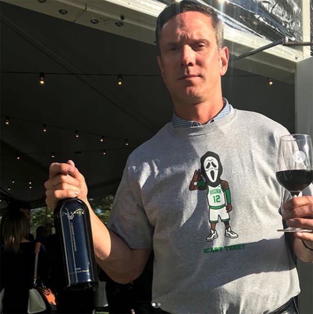 "Drew Bledsoe wore a ""Scary Terry"" shirt to support <a class=""link rapid-noclick-resp"" href=""/nba/players/5476/"" data-ylk=""slk:Terry Rozier"">Terry Rozier</a> on Thursday night, providing fans with a new, unlikely sports friendship. (Instagram/Drew Bledsoe)"