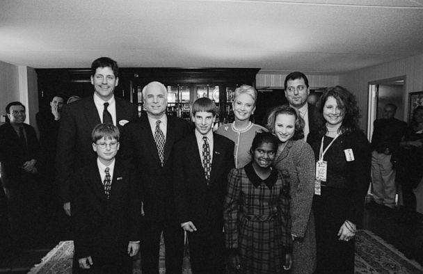 PHOTO: John McCain with his wife, Cindy, and children pose for a photo, Feb. 1, 2000 in New Hampshire. McCain's children are from left, Andy, Jimmy, Jack, Bridget, Meghan, Doug, and Sidney. (David Hume Kennerly/Getty Images, FILE)