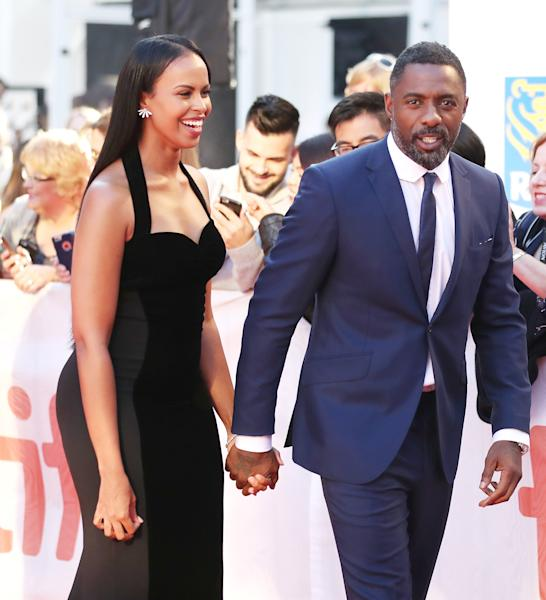 The compatible pair was hand-holding and all smiles as they strutted the carpet!