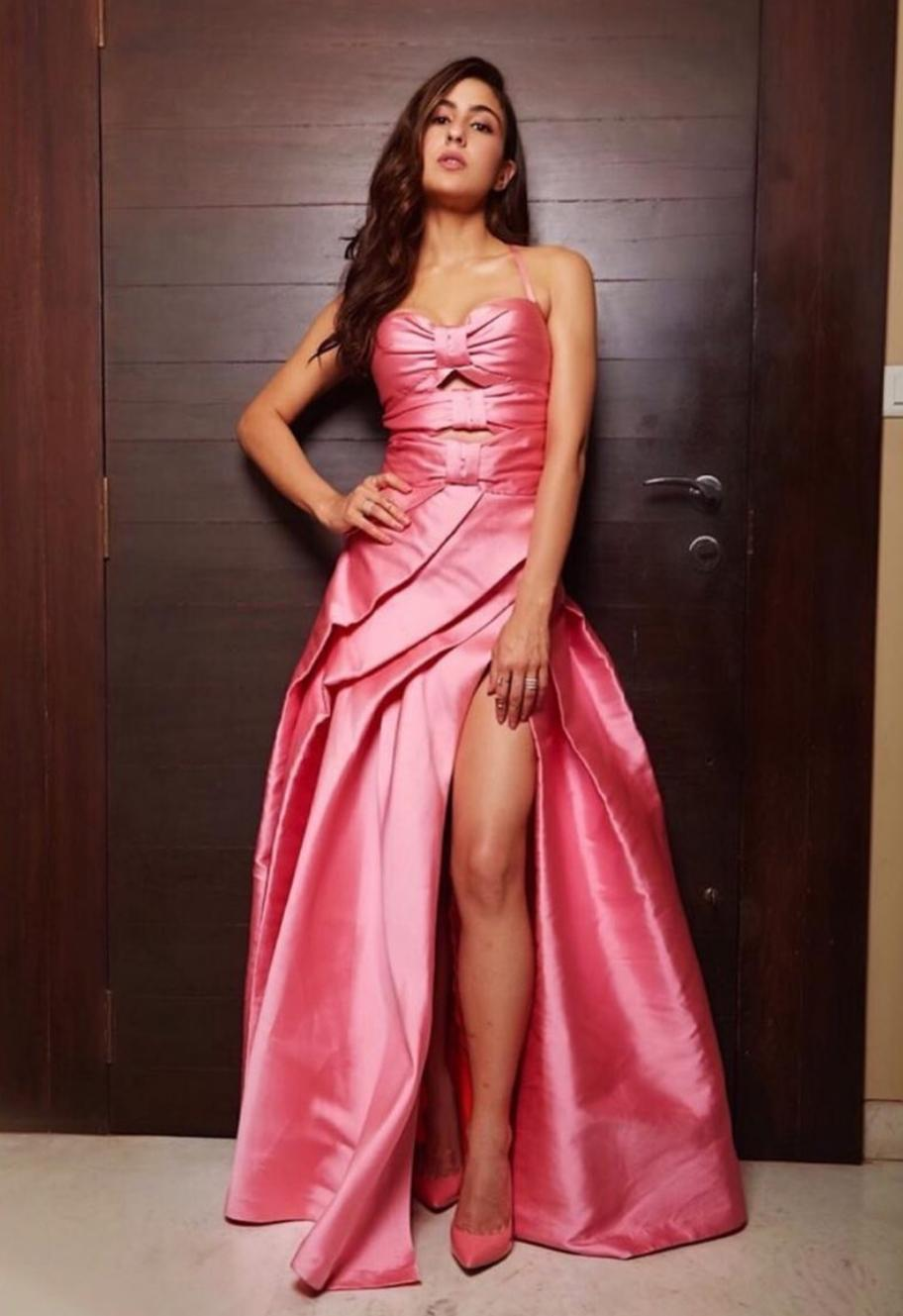 """The Pataudi girl turned heads at the Femina Beauty Awards 2019, as she looked breathtaking in her pink silk Monisha Jaising gown. The high slit gown with a sweetheart neckline was absolutely age appropriate for the """"just arrived"""" <em>Kedarnath </em>actress. It was a welcome change from Sara's signature salwar-kameez look as well. The side-slit rose all the way to her thighs, giving all the divas in the industry new leg goals."""