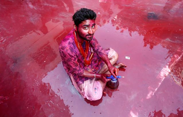 <p>A Hindu devotee takes part in the religious festival of Holi inside a temple in Nandgaon village, in the state of Uttar Pradesh, India, Feb. 25, 2018. (Photo: Adnan Abidi/Reuters) </p>