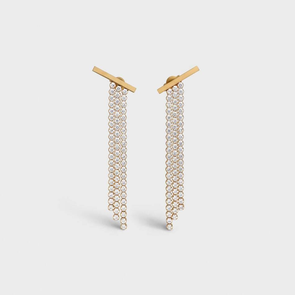 """<p>1560€</p><br/><a target=""""_blank"""" href=""""https://jacquieaiche.com/collections/earrings-gem/products/sunstone-marquise-diamond-smooth-bar-drop-stud-earring-1"""">Acheter</a>"""