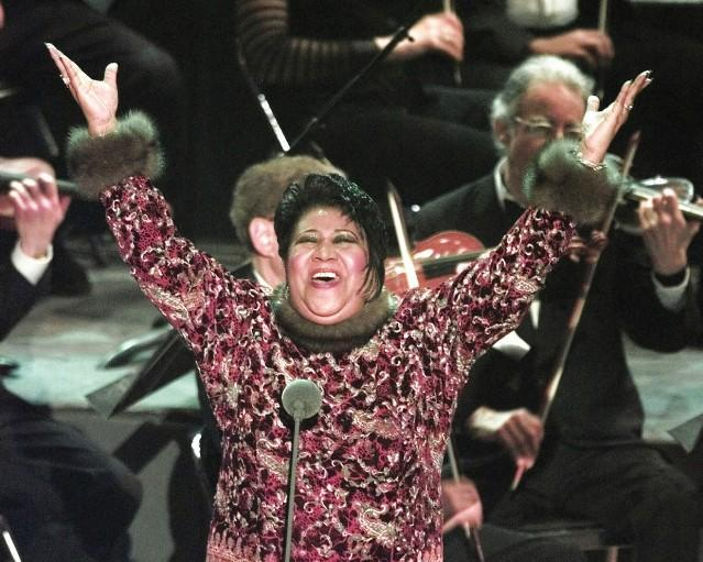 "Aretha Franklin performs ""Nessun Dorma"" at the 1998 Grammy Awards. (Photo: Stereogum)"