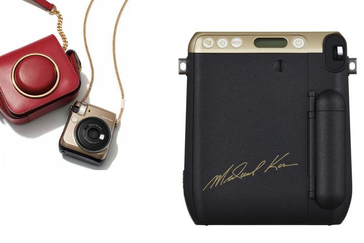 fujifilm-instax-mini-70-michael-kors-back-accessories