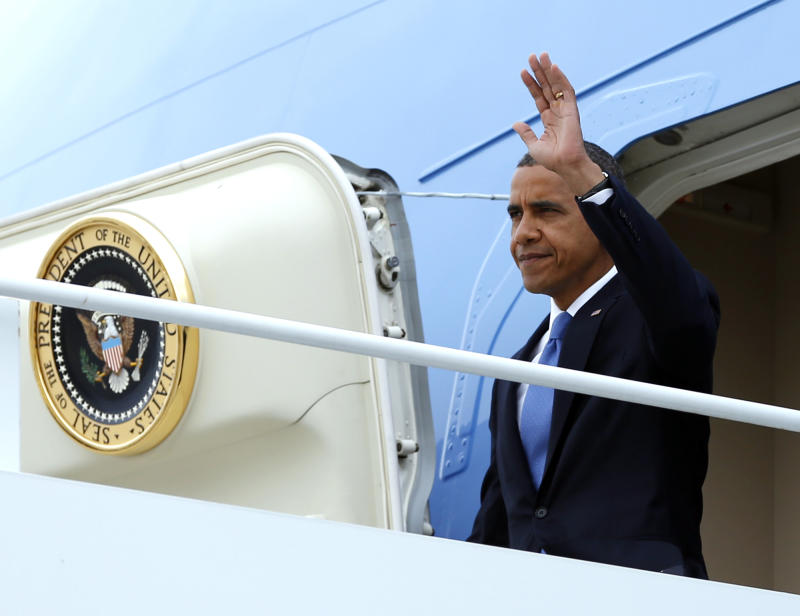 President Barack Obama waves as he arrives on Air Force One at John F. Kennedy International Airport, Tuesday, Sept. 18, 2012, in New York.  (AP Photo/Carolyn Kaster)