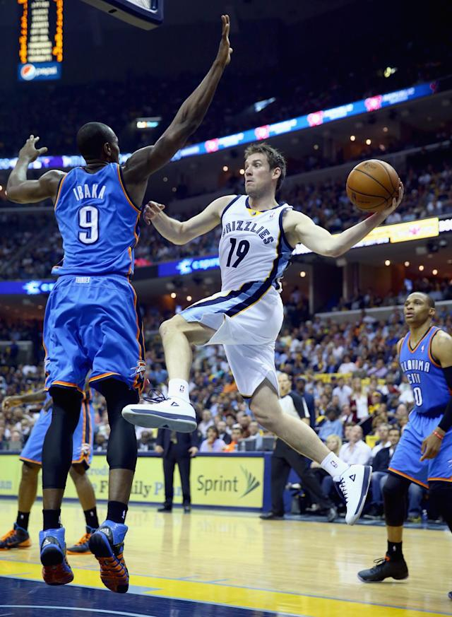 MEMPHIS, TN - APRIL 24: Beno Udrih #19 of the Memphis Grizzlies passes the ball while defended by Serge Ibaka#9 of the Oklahoma City Thunder during Game 3 of the Western Conference Quarterfinals during the 2014 NBA Playoffs at FedExForum on April 24, 2014 in Memphis, Tennessee. NOTE TO USER: User expressly acknowledges and agrees that, by downloading and or using this photograph, User is consenting to the terms and conditions of the Getty Images License Agreement. (Photo by Andy Lyons/Getty Images)