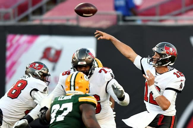 Brady outplays Rodgers, Buccaneers rout Packers 38-10