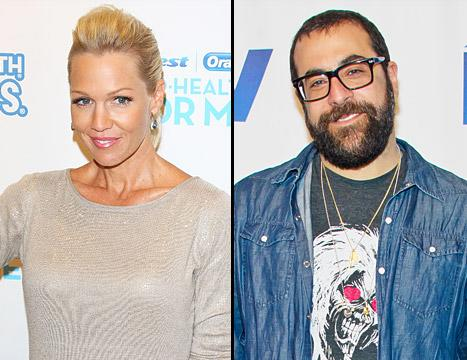 "Jennie Garth Is Dating With ""Training Wheels On"" Post-Split"
