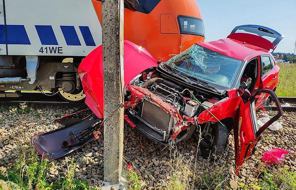 A Poland driving instructor left a teenage learner to be killed at a railway crossing where she was hit by train.