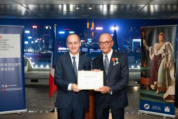 HSH Chief Operating Officer, Mr. Peter Borer (right), receives the Chevalier dans l'Ordre du M & # xe9; rite Agricole from the Consul General of France in Hong Kong and Macao, Mr. Alexandre Giorgini (PRNewsfoto / The Hongkong and Shanghai Hotels, Limited)