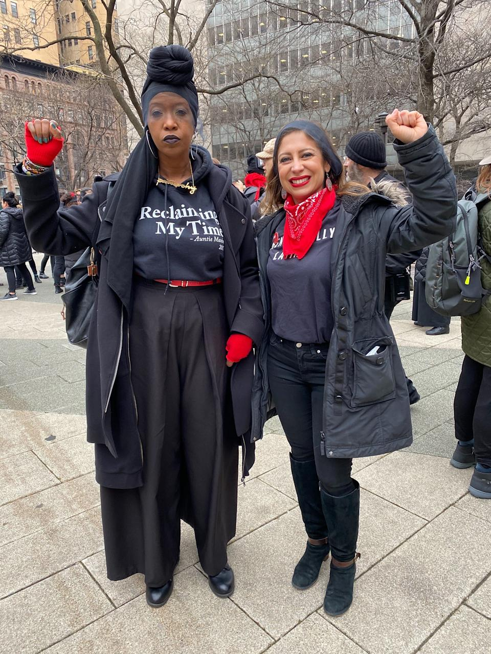 """Zakiyah Ansari and Jessica Gonzalez-Rojas gather to perform the Chilean anti-rape anthem """"A Rapist In Our Path"""" outside of the courthouse where Harvey Weinstein's trial is ongoing. (Photo: Emma Gray for HuffPost)"""