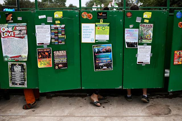 <p>Revellers use the public lavatories at Worthy Farm in Somerset during the Glastonbury Festival in Britain, June 22, 2017. (Photo: Dylan Martinez/Reuters) </p>