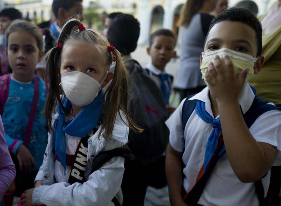 """HAVANA, CUBA - March 13:  Two cuban children wear a face mask outside of a school in Old Havana, Cuba, Friday, March 13, 2020,  The World Health Organization declared a global pandemic as the coronavirus rapidly spreads across the world. (Photo by Eliana Aponte/VIEWpress via Getty Images)""""t""""n"""
